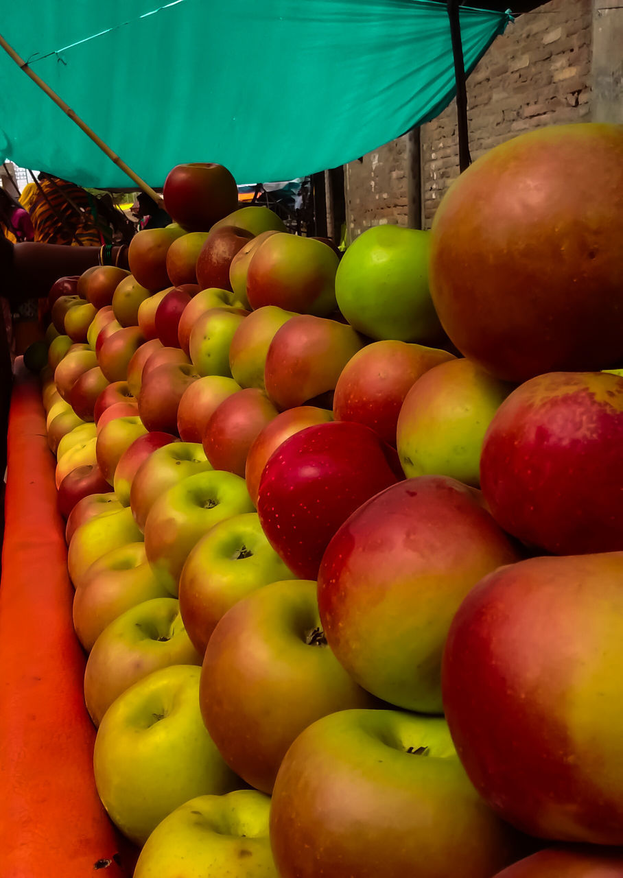 fruit, food and drink, healthy eating, food, freshness, apple - fruit, abundance, large group of objects, market stall, retail, for sale, no people, heap, outdoors, red, grape, choice, market, peach, day, granny smith apple, stack, close-up, multi colored
