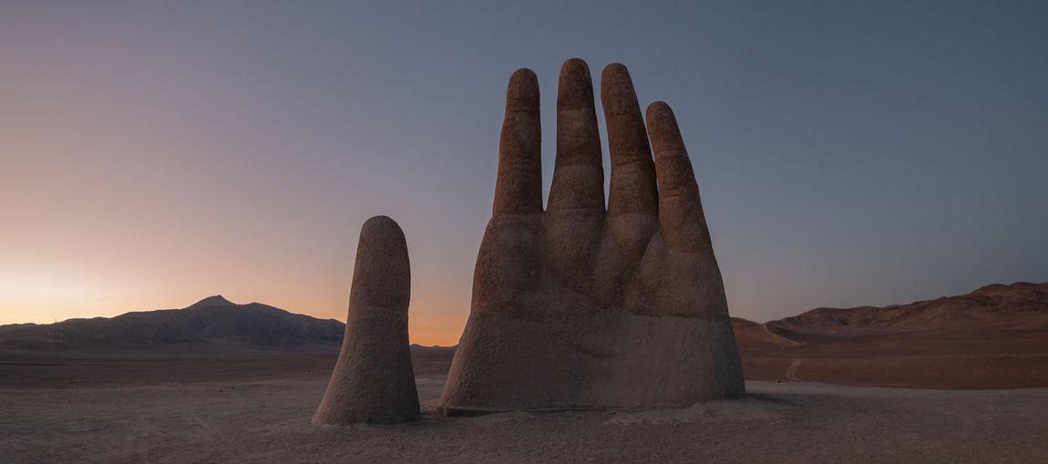 La mano del