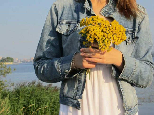 Flower Waist Up Three Quarter Length Standing Freshness Water Front View Casual Clothing Bouquet Outdoors Plant Day Beauty In Nature Young Adult Person Bunch Of Flowers Nature Tranquility In Front Of