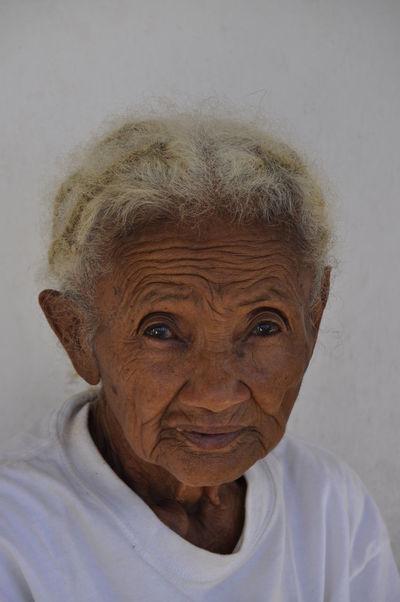 un regard profond Le Visage Madagascar  Pays Peuple Portrait Regardless  Travelling Woman