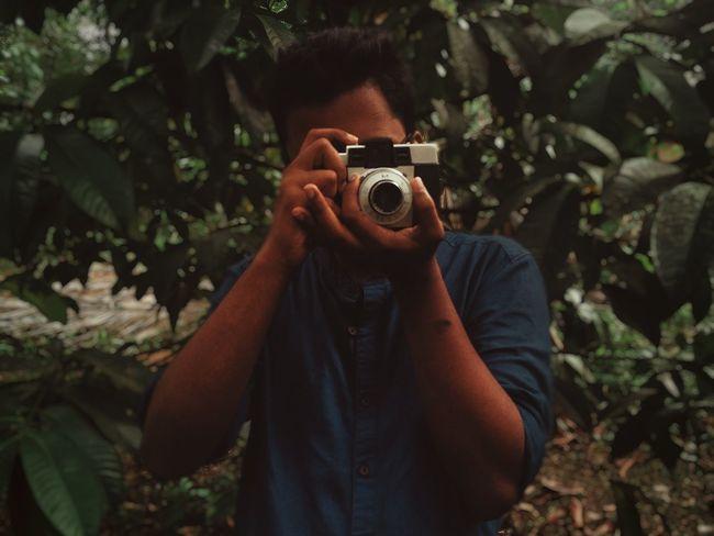 Photographer Moody Afga Isoly Moodygram Photgraph Photography Themes Tree Camera - Photographic Equipment Young Women Photographing Photograph Portrait Forest Women Photographer Digital Single-lens Reflex Camera Self Portrait