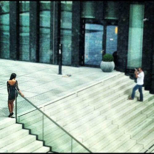 Fotoshooting outside close to Hyatt Stalker