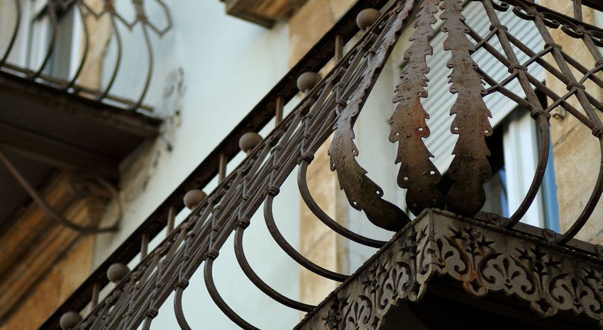 Balcony Balcony View Balustrade Doubs Détail Architectural Façade Ferronnerie Indoors  Metal Metallic Old Ornate Railing