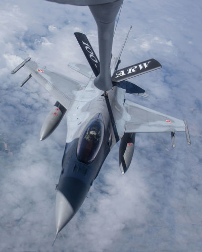 Air Force Aircraft Airtoaior Army Aviation Exercise F-16 Fighter Kc-135 Lockheed Martin Military Photography Polish Refueling Tanker Tanker Ship Training United States