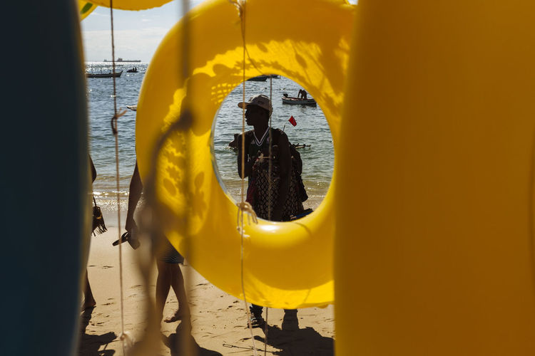 Beach Life Framing FramingPhotos Paint The Town Yellow Beach Beachlife Day Framing The Subject Outdoors Real People Sunny Day Vendor Yellow