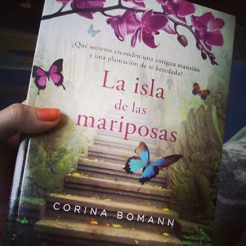 No puedo esperar a leerlo *-* Me encantan las novelas de secretos familiares <3 Maeva LaIslaDeLasMariposas CorinaBomann Book