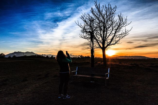 Handygrafin im Einsatz Sunset Sky Beauty In Nature Nature Silhouette Outdoors Tree Dramatic Sky Scenics Landscape Mountain EyeEm Best Shots Mountain Range EyeEmBestPics Landscape_Collection Tranquil Scene Women Adults Only Real People Fotoshooting Mobile Conversations The Portraitist - 2017 EyeEm Awards