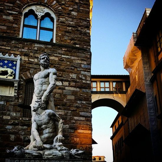 Firenze Italia Picoftheday PalazzoVecchio Vivofirenze Toscana Tldif Madeintuscany Colonne Art Arte Cultura Colore Comune Florence Igerstoscana Igers_firenze Occhisufirenze Occhidifirenze Luci Ombre