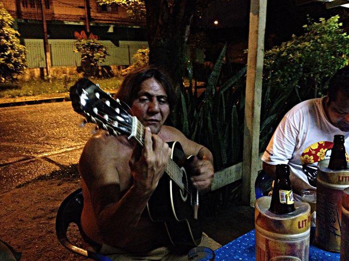 O menestrel do Satélite Willian Pinto aka Bode mandando aquela seqüência sensacional do Clube da Esquina Bosquinho Bar Tacanunes Bodevelho Clube Da Esquina