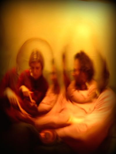 buble love (we are all living in bubles, aren't we ??) Bubles Couple Curious Through The Window Psychedelic Weird Funny Funny Picture Perfect Match No Camera Effect No Edit By App Just Pure