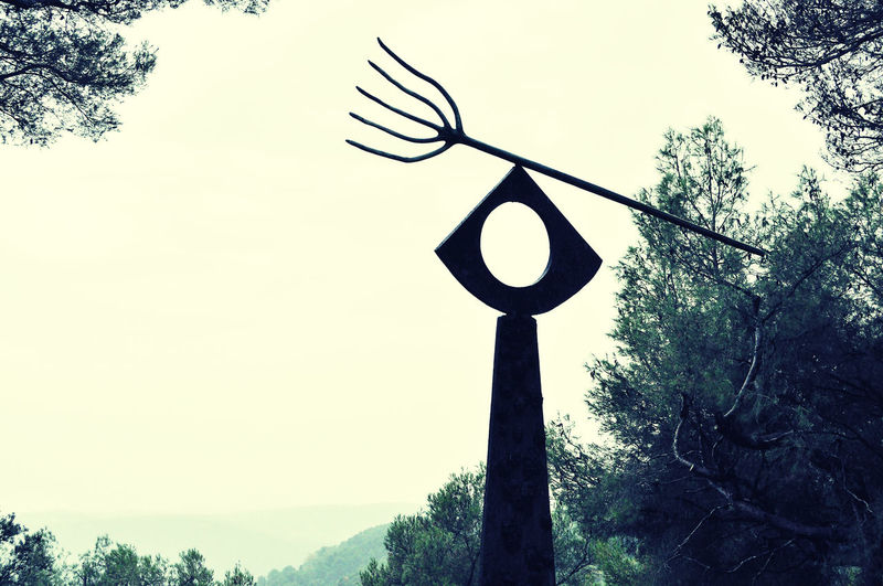 Clear Sky Fondation Maeght Joan Miró  La Fourche Outdoors Skulptur Symbol Tree