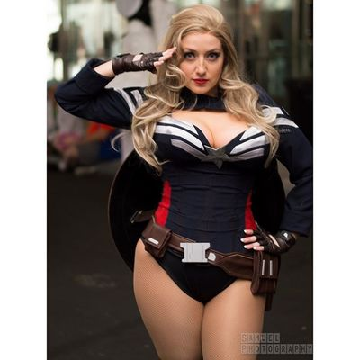 Captainamerica Captainamericacosplay Genderbend Cosbabe Marvel Marvelcosplay NYCC Nycc15 NYC2015 Nycphotography Cosplay Cosplayphotography Newyorkphotography