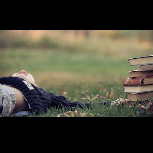 Look'n up. #jj_forum_0247 #nephew #books #thesimplelife #happy Books Nephew  Jj_forum_0247 Thesimplelife Happy
