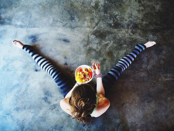 One Person Healthy Food Rawfood Chiaseeds Healthy Eating Food Breakfast Fruit Salad Chia Woman Girl eating Eating Young Adult Freshness vegan Vegan Diet Slim fit Fit Detox after workout After Workout sport Sport Outfit enjoy Enjoy