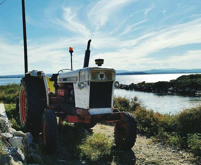 Tractor Tracteur Mer Sea Nature Sky Beach If You Want A Picture Horizon Over Water Nature Beauty In Nature Very Beautiful Seul Au Monde Calm No Stress Sunset Reflection Au Milieu De Nul Part Vacations Bella Vita ♡ Adapted To The City