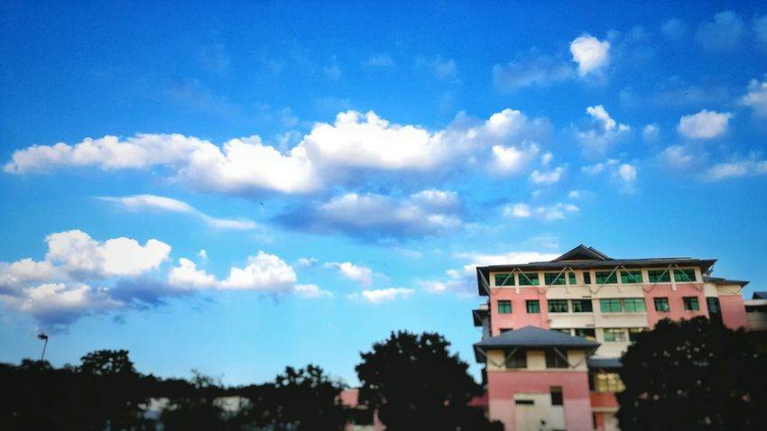 Morning from the high sky Hi! Relaxing Cheese! Hello World Taking Photos The Sky From The Home Viewmatic Scenicphotography Lovephotography  Scenery Shots Blue Sky Sky And Clouds Lovelyday