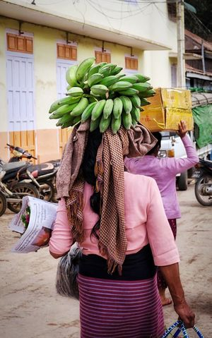 Banana Real People Outdoors One Person Retail  Day Kalaw Myanmar Burma Street Photography Market Vegetable Purchases Food And Drink Women Around The World Street Market Freshness Fruit Carrying On Head Adults Only People Adult Woman Lady