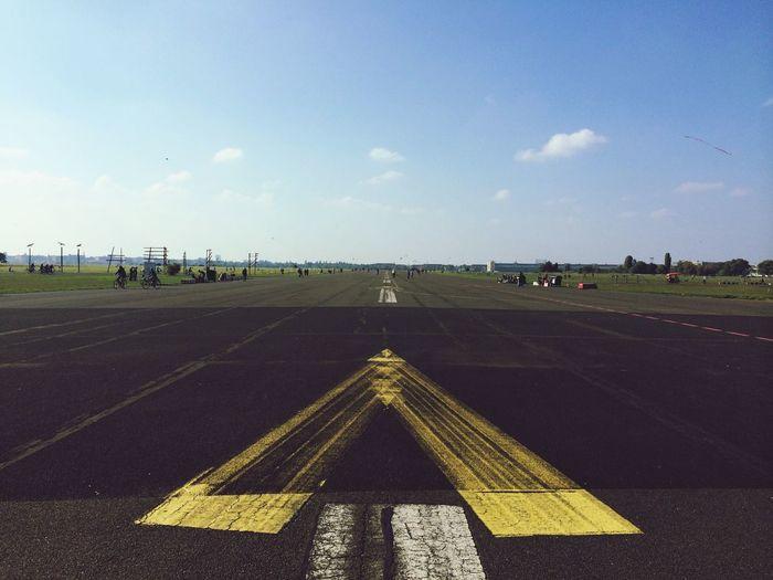 Deutschland. Dein Tag Enjoying Life Airport Sun