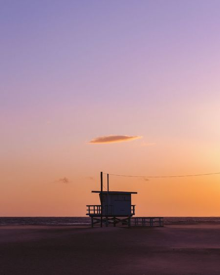 Santa Monica Minimalism Sunset Sky Water Sea Lifeguard Hut Man Made Structure Hut Beach Lifeguard  Orange Color