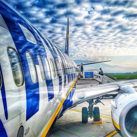 Perugia Airport, Umbria, Italy. Perugia Umbria Italia Italy Italygram Plane Boeing Boeing737
