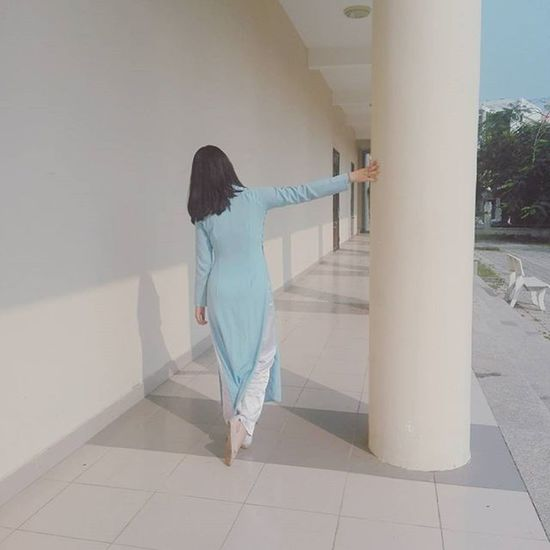 When you are trying too hard to look nice with a pillar... Noha Pillars Girls Student Blue Aodai Vietnam Danang