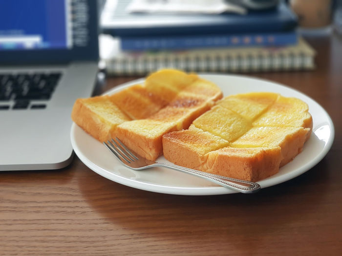 Breakfast Business Laptop Computer Lunch Time! Workplace Butter Buttered Toast Desktop Background Food Food And Drink Freshness Plate Ready-to-eat Technology Temptation Toasted Bread