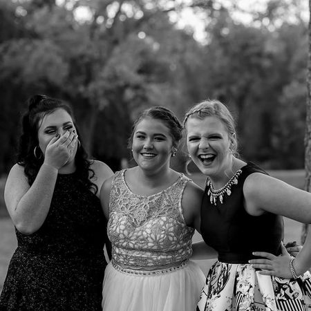 Young Women Cheerful Smiling Laughing Homecoming Photography Candid Photography Candidshot Moments Of Life Candidmoments