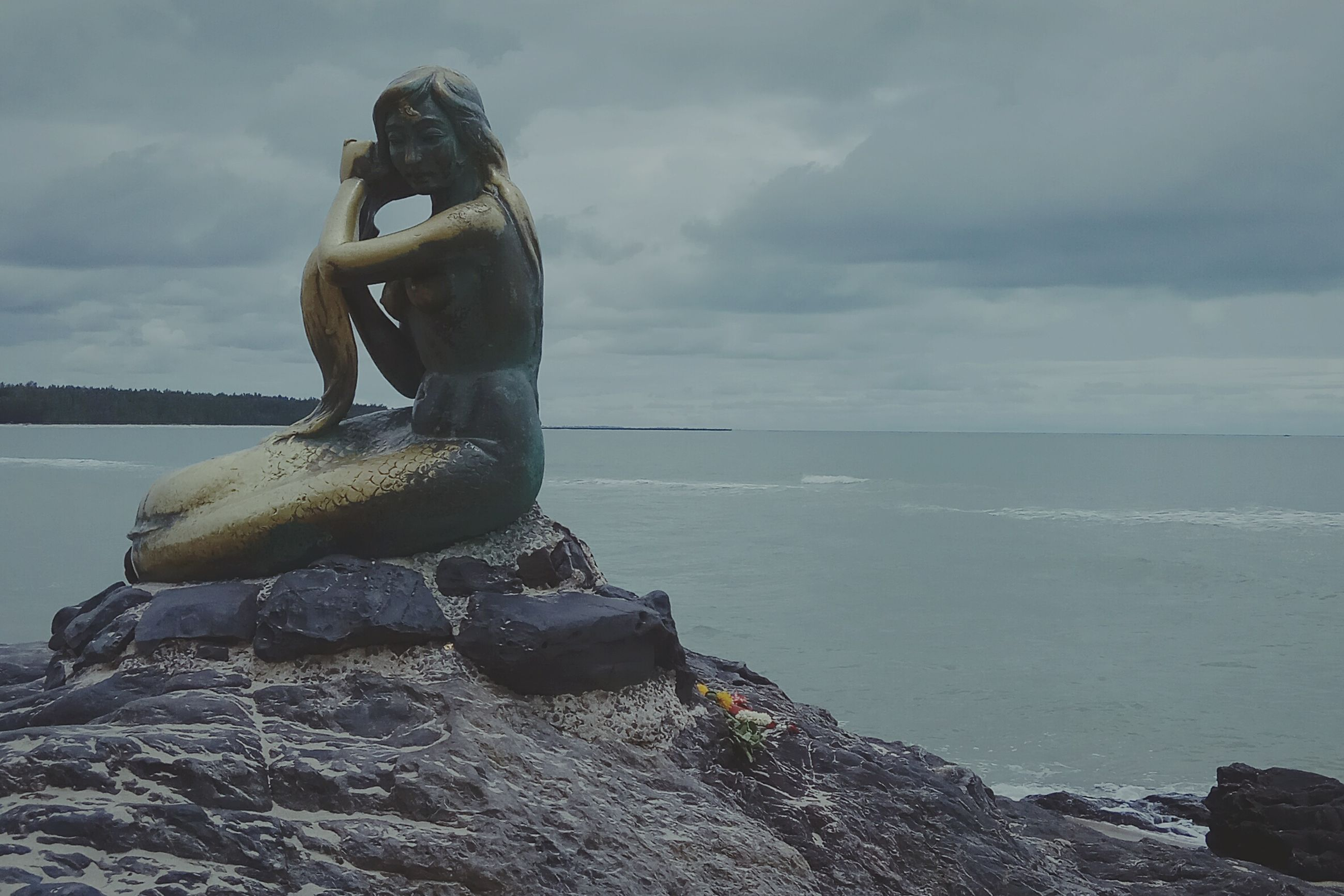 water, sea, rock - object, sky, cloud - sky, nature, horizon over water, tranquil scene, scenics, day, outdoors, beauty in nature, statue, sculpture, no people