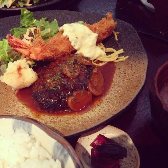 本日のランチは、ハンバーグとエビフライの定食。(漢堡肉和炸蝦定食) 赤坂 昼メシ 洋食