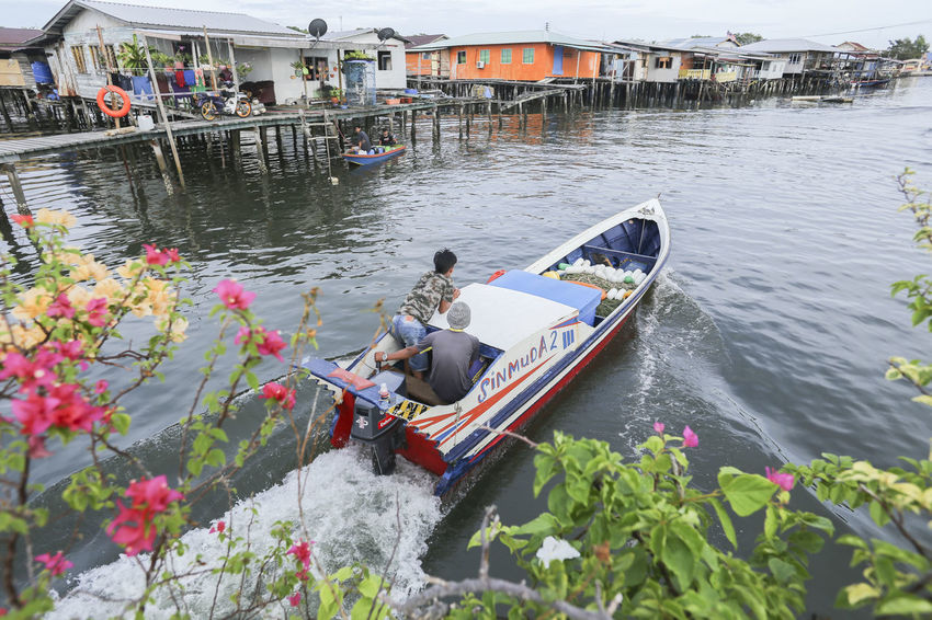 Beautiful Boat Boating Boats And Water Bougainvillea Seascape Stilt House Watervillage