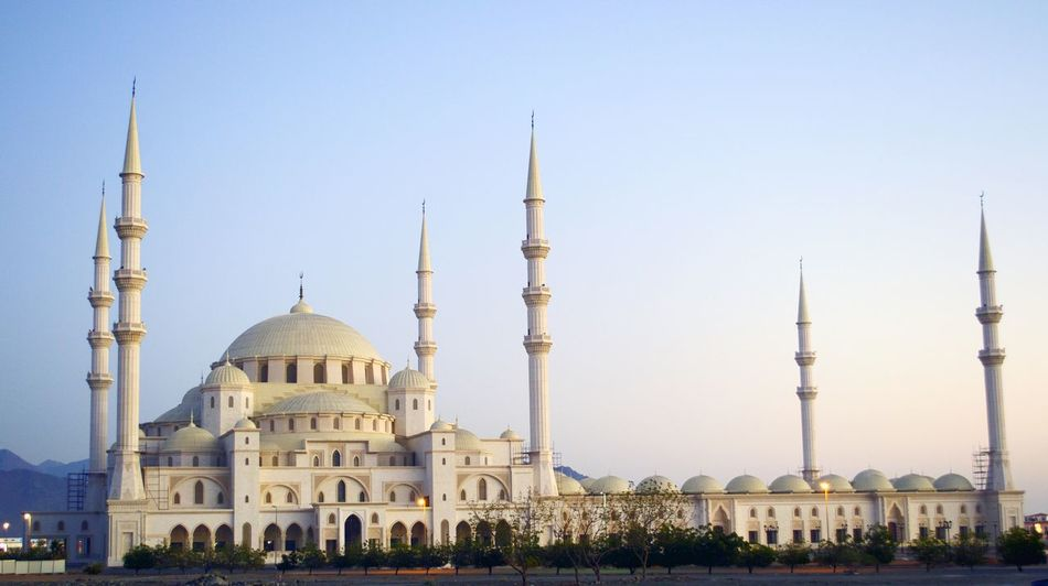 This Mosque is located in Fujairah . Dubai Traveling UAE Unitedarabemirates Beautiful Sightseeing The Architect - 2015 EyeEm Awards