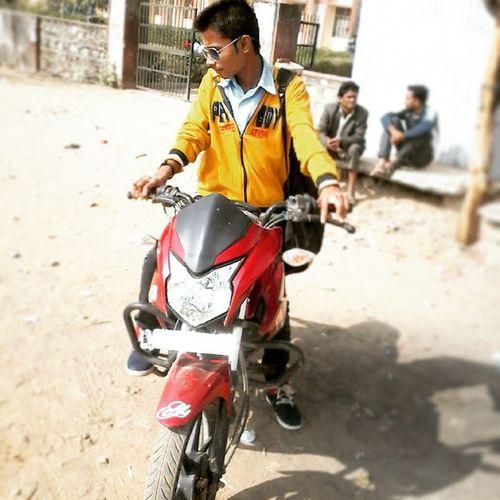 Hee gys it's not my bike my frend bike Love :) Good_morning Nagpur Welcome Brother Ramcharan Dj_waley_babu My_fav Like_comments Mycoolpix Song In Xoxo Goodevening  __Deepvishu