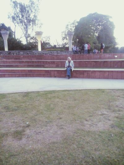 The Tourist Foreign Tourists Old Lady With Camera Snaping Pics Chandigarh Garden Of Silence