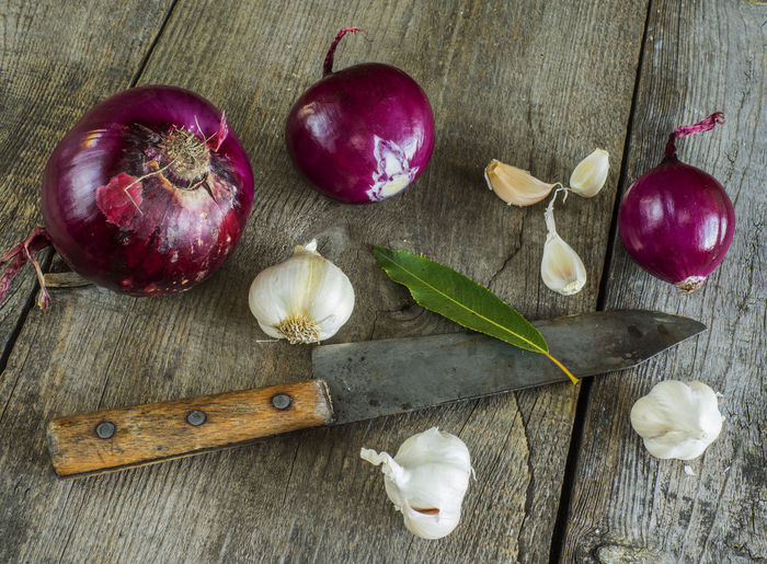 raw red onion and garlick on old weathered wooden background Background Close-up Day Food Food And Drink Freshness Garlic Bulb Garlick Halved Healthy Eating High Angle View Horizontal Indoors  Leaf No People Old Onion Raw Red Table Weathered Wood - Material Wooden