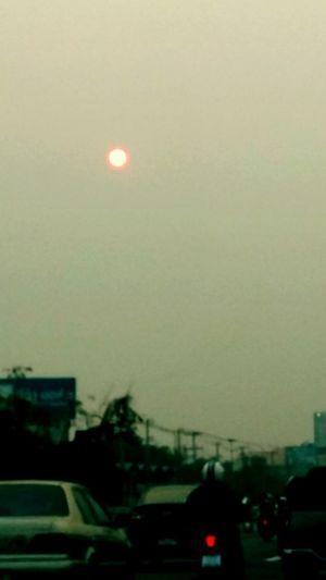 พระอาทิตย์สีส้มดวงโต Sun