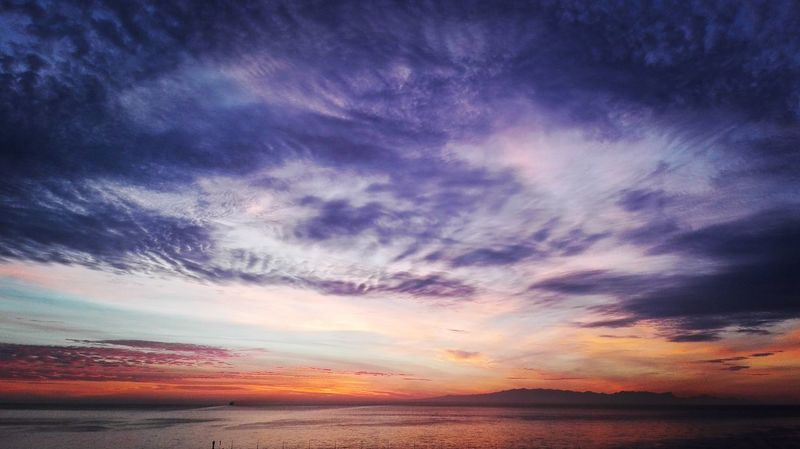 Buenos días! EyeEmBestPics Santa Cruz De Tenerife Mis Mañanas PlaceresDeLaVida Amanecer Sky_collection Streetphoto_color Reflection_collection Naturelovers Cloudporn Buenosdias Quesuerteviviraqui Clouds And Sky