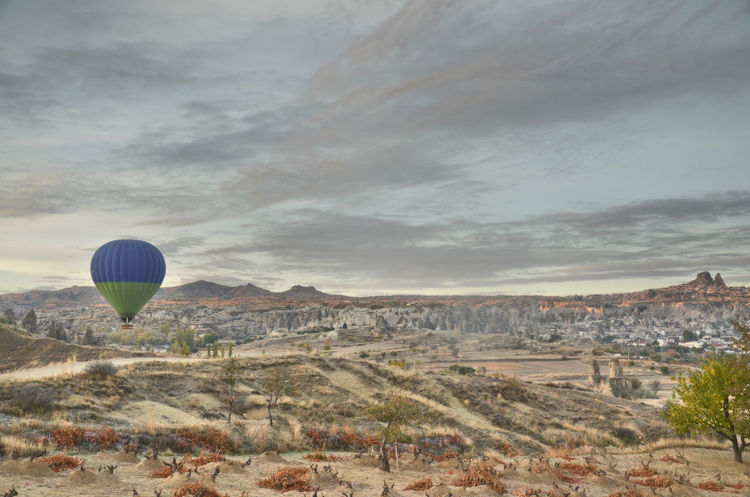 Ballon in Kapadokia Adventure Air Vehicle Ballooning Festival Cloud - Sky Hot Air Balloon Mountain No People Outdoors Scenics - Nature Sky Tranquil Scene Transportation Travel Travel Destinations