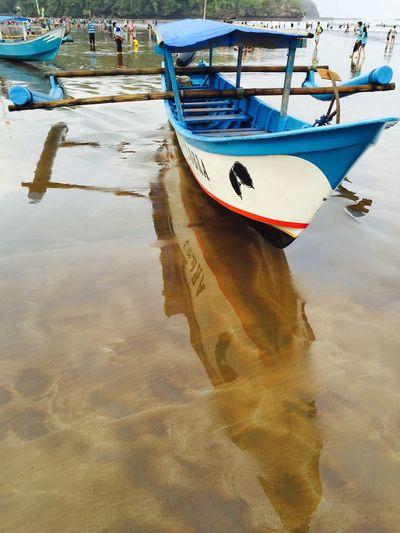Mirorless Mirorrimage Miror Reflect Beachphotography Boat Justtakeapicture PhonePhotography Iphonephotography Iphone6 Water Reflections