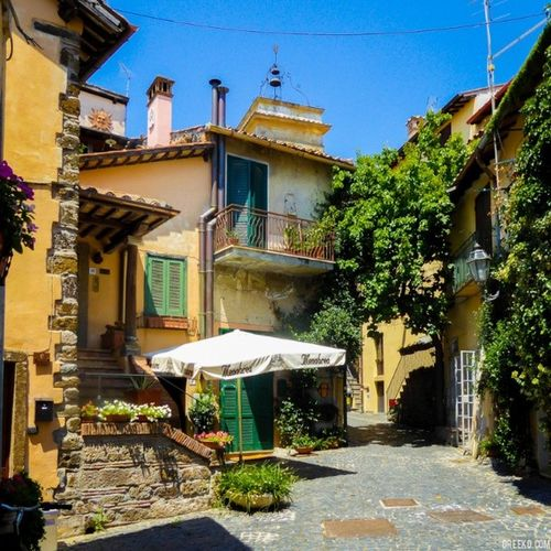 Like many little towns in Italy, Trevignano Romano has great local shops and restaurants. Visit local artisans by buying directly from their shops instead of the big guys. Trevignanoromano Lazio Italy Cutetown quaint artisans buylocal