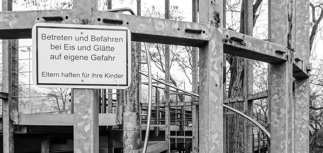 Black & White Black And White Communication Day Eltern Haften Für Ihre Kinder Forbidden No People Outdoors Schild Sign Sky Text Verboten Verbotsschild