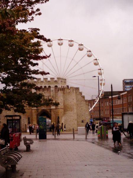 SOUTHAMPTON CITY Ferris Wheel Arts Culture And Entertainment Amusement Park Travel Destinations Outdoors Inglaterra Uk United Kingdom Autumn🍁🍁🍁 England🇬🇧 Rainy Days☔ Travelling Hampshire  The Wheel Boat Show Architecture Bargate Wall Building