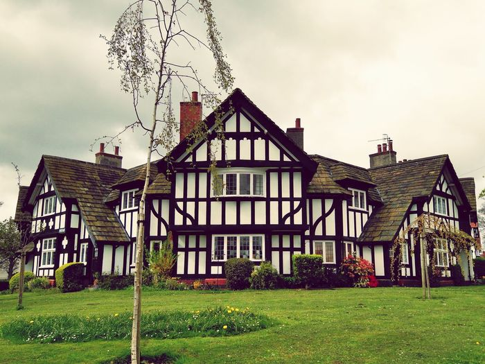 Port Sunlight Village Tudor Style House Liverpool, England The Wirral Bebbington England, UK Port Sunlight Façade House Sky Architecture Grass Building Exterior Built Structure Cloud - Sky Residential District Historic Residential Structure History Settlement Building Historic Building Exterior