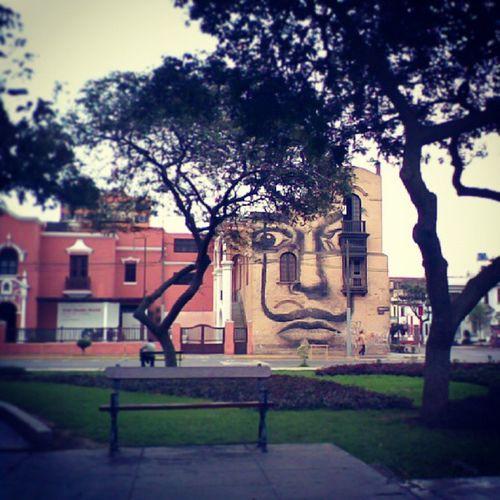 Ten cuidado! Te estoy observando Limaperu Yopintolima Arquitectura Architecture grafitti arteurbano urbanart streetart photografy photo pics instaphoto mostacho galaxys3 face picture