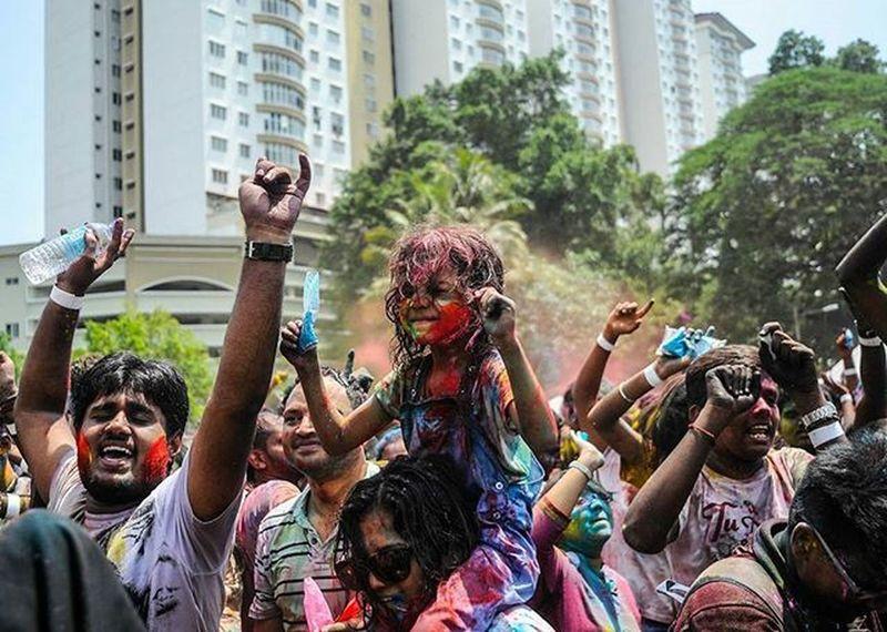 a girl are celebrating The SDS Annual Celebration of Holi Festival Returns Bigger and Better Than Before in Shree Lakshmi Narayan Temple Vscocam VSCO Vscomalaysia Amalaysianphoto Mshjournal Sdsholi Photojournalism