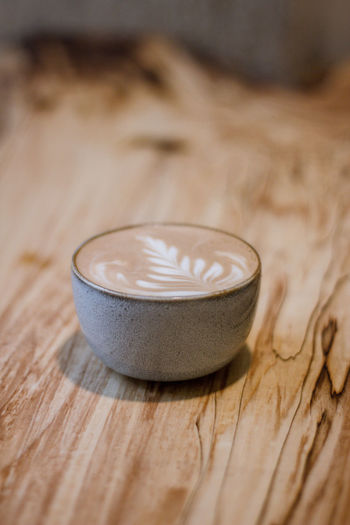 Coffee Coffee - Drink Coffee Cup Coffee Time Coffee Break Food And Drink Indoors  No People Wood - Material Drink Hot Drink Selective Focus Close-up Refreshment Food Cappuccino Cup Still Life Mug Copy Space Focus On Foreground Studio Shot Table Wood Grain Latte