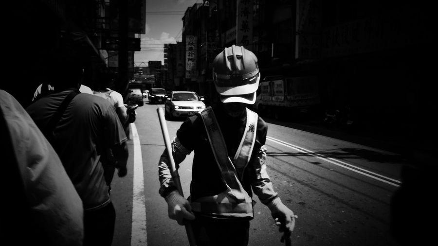 2018/7/29 街拍獵影~假日的清道夫 於鶯歌 road cleaner Taiwan bw bw_lover BW_photography b&w photo b&w bw photography b&w photography bwphotography streetphotography street street photography streetphoto_bw street scene streetphotograph Road Cleaner Taiwan Bw Bw_lover BW_photography B&w Photo B&w Bw Photography B&w Photography Bwphotography Streetphotography Street Street Photography Streetphoto_bw Street Scene Streetphotography_bw City Men Road Holiday Moments EyeEmNewHere
