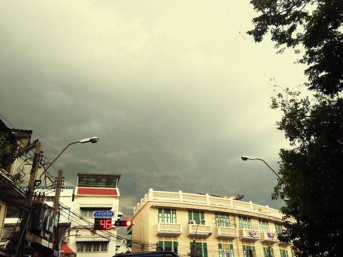 Come rain Rain Is Coming Bangkok Thailand On Traffic Light Wait For Green Light Black Sky Cloud 46