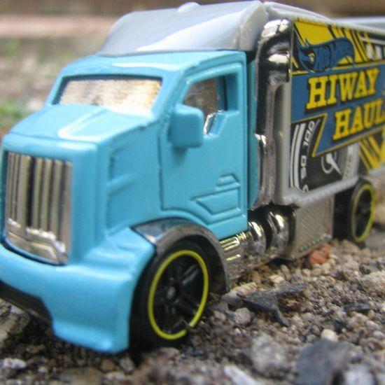 Hiway hauler ®2 Mycollection HotWheels Favtruck Cars Toys Favorite Ground Rocks Nature Amazingcars Instacar Instacollection Instatoys Instalike Instagood Liketolikes Tagsforlikes Follow Followme