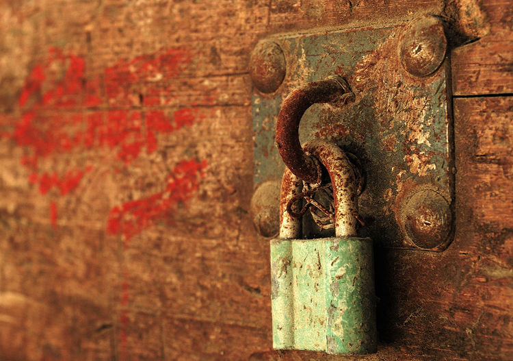 Rusty Lock Locked Locks Macro Photography Rust Rustic Rusty Lock Backgrounds Close Up Close-up Day Door Lock Locked Up Macro Metal No People Old Outdoors Rusted Rusty Rusty Metal Weathered The Creative - 2018 EyeEm Awards