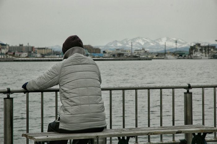 Pondering man Pondering Bench Enjoying Life Taking Photos From My Point Of View Getting Inspired Streetphotography in Hakodate